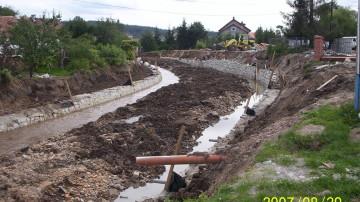 Budowa murów oporowych
